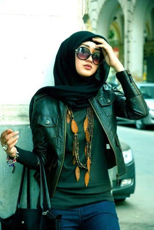 jaket kulit wanita muslimah berhijab